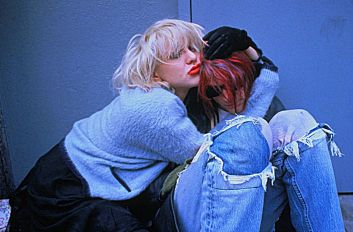 Kurt-Courtney-kurt-cobain-and-courtney-love-21803626-1280-843-353x